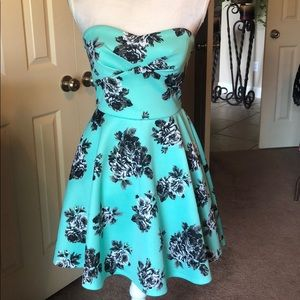 Windsor sleeveless green and black floral dress